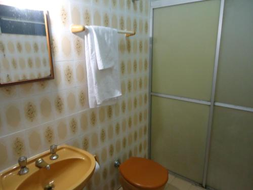A bathroom at Hotel Scholze