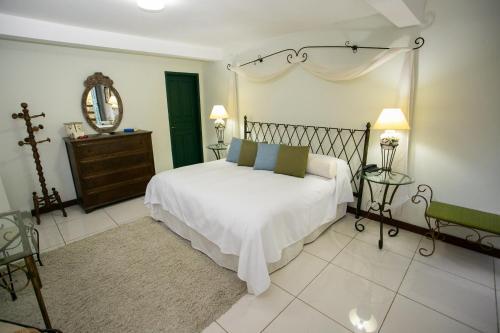 Cama ou camas em um quarto em Caminho Real Hotel