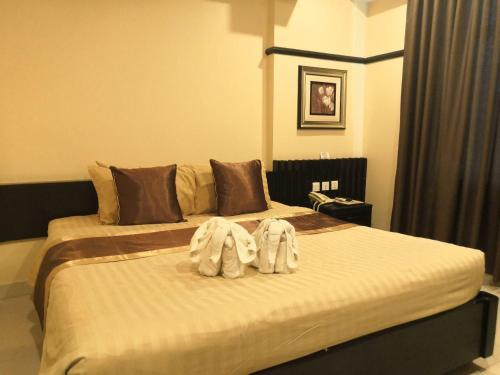 A bed or beds in a room at Salita Hotel