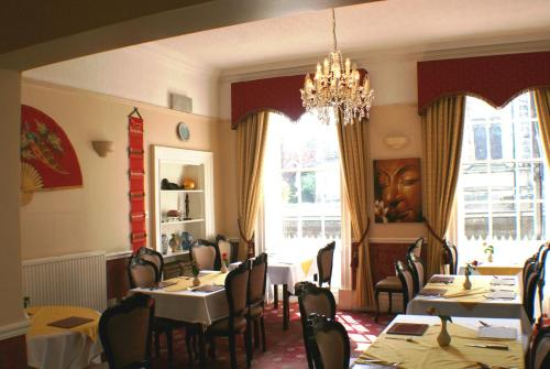 A restaurant or other place to eat at The Bank House Hotel