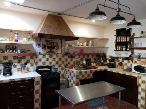 Кухня или мини-кухня в La Abuelita Hostal
