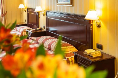 A bed or beds in a room at Boutique Splendid Hotel