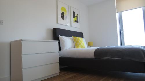 A bed or beds in a room at Quay Apartments