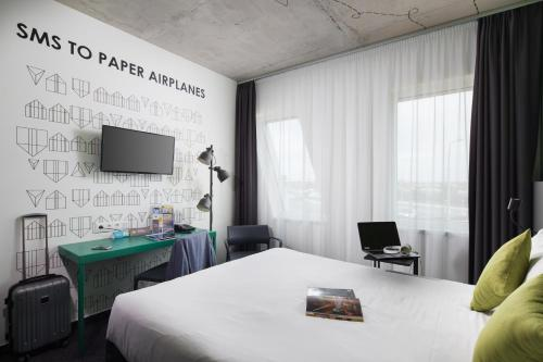 A bed or beds in a room at ibis Styles Budapest Airport