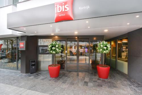 The lobby or reception area at ibis Kortrijk Centrum