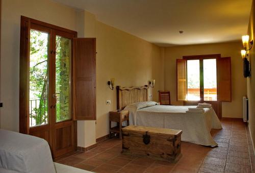 Cama o camas de una habitación en Hostal Les Roquetes