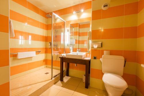 Salle de bains dans l'établissement Hôtel Provence