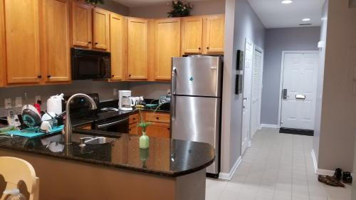 A kitchen or kitchenette at CARLY'S Condo