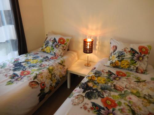 A bed or beds in a room at Apartment Amsterdam New West - Free parking