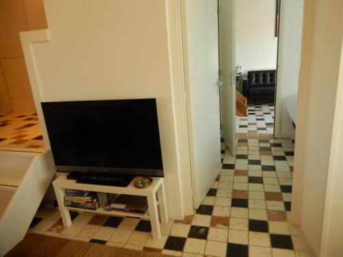 A television and/or entertainment center at Apartment Amsterdam New West - Free parking