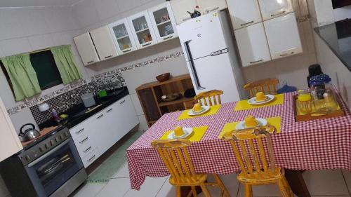 A kitchen or kitchenette at Casa de Campo em Aldeia-PE
