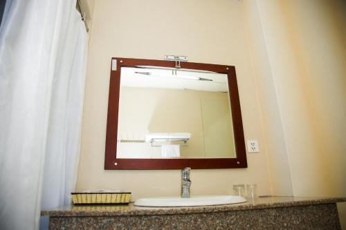 Phòng tắm tại Hai Ba Trung Hotel & Spa