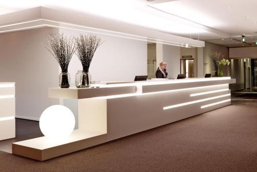 Lobbyen eller receptionen på Comwell Hvide Hus Aalborg