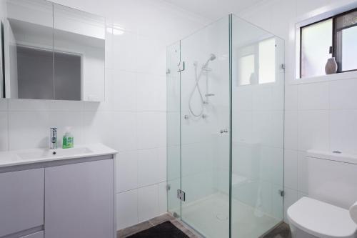 A bathroom at Randall Retreat, 22A Randall Drive