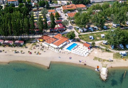 A bird's-eye view of Mobile Homes Camp Galeb