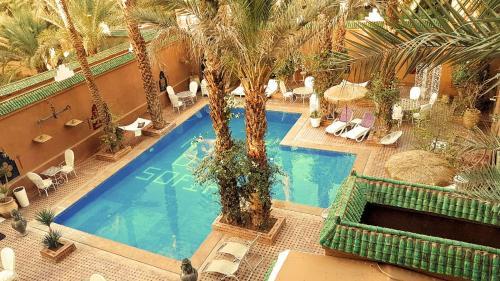 Vue sur la piscine de l'établissement Riad Dar Sofian ou sur une piscine à proximité