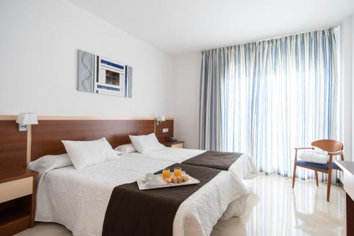 A bed or beds in a room at Hotel Sun Palace Albir & Spa
