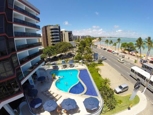 A view of the pool at Maceió Mar Hotel or nearby