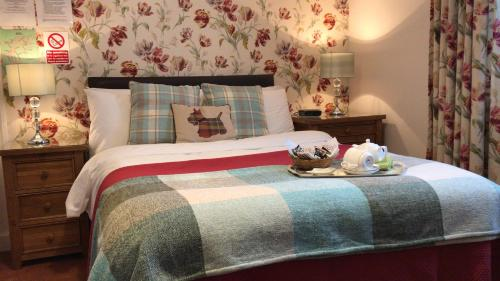 A bed or beds in a room at Roselea House