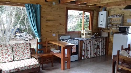 A kitchen or kitchenette at Cabañas Villa Centauro