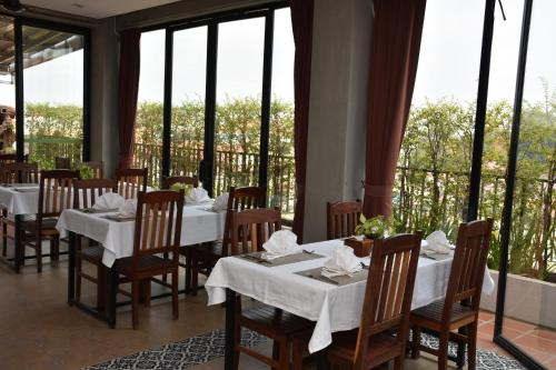 A restaurant or other place to eat at Everland Boutique Hotel