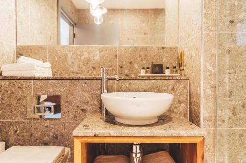 Ein Badezimmer in der Unterkunft The Royal Foresters
