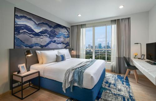 A bed or beds in a room at Shama Lakeview Asoke
