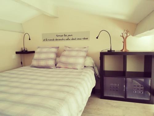 Un ou plusieurs lits dans un hébergement de l'établissement Chambre d'hôtes Le Cocon