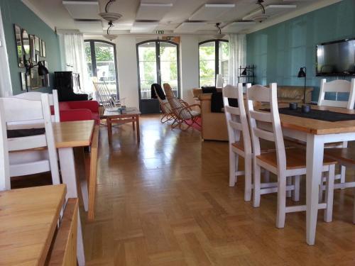 En restaurang eller annat matställe på Fjällbacka Pensionat och Vandrarhem