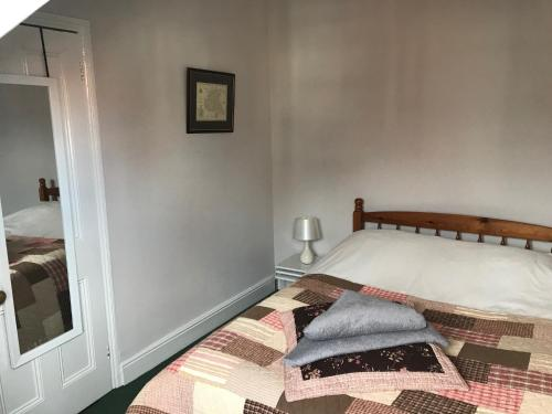 A bed or beds in a room at Highgate, Beverley/Hull
