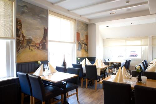 A restaurant or other place to eat at Fletcher Badhotel Egmond aan Zee