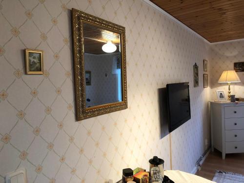 En tv och/eller ett underhållningssystem på Stakaberg Konferens & Gårdshotell