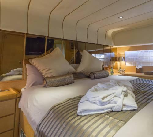 A bed or beds in a room at Riti Yacht