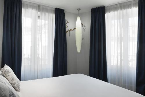Cama o camas de una habitación en Petit Palace Posada del Peine