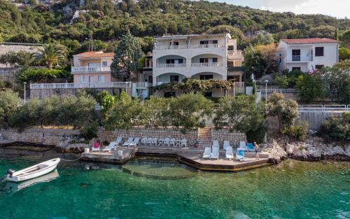 Pogled na bazen u objektu Apartments Villa Marina ili u blizini