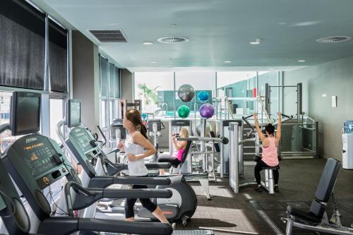 The fitness centre and/or fitness facilities at Fraser Suites Perth