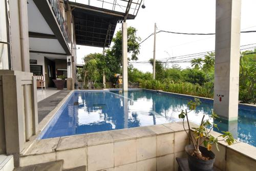 The swimming pool at or close to RedDoorz Plus @ Raya Legian