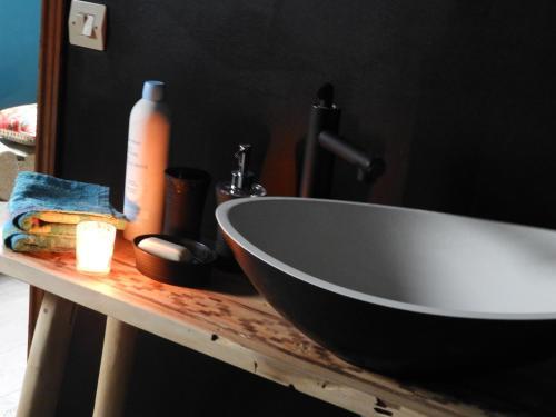 Salle de bains dans l'établissement L'écrin du Val de Sambre