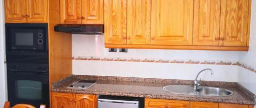 Una cocina o zona de cocina en Bungalows Castillo Club Lake