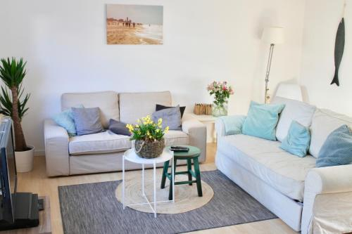 A seating area at Spacious Family Holiday Home (7p), Free indoor parking