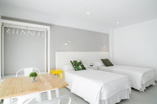 A bed or beds in a room at INNER Kompas Palmanova