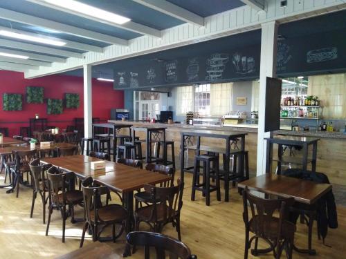 Een restaurant of ander eetgelegenheid bij El Canto La Gallina