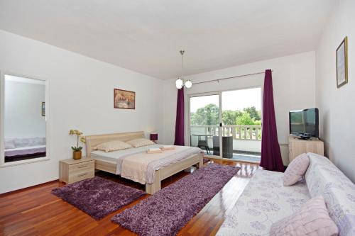 A bed or beds in a room at Villa Rubcic