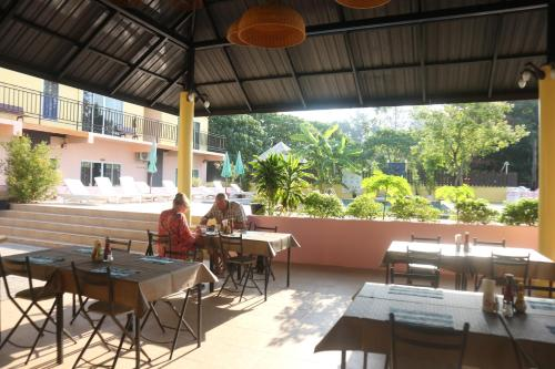 A restaurant or other place to eat at Anyavee Nammao Beach Resort
