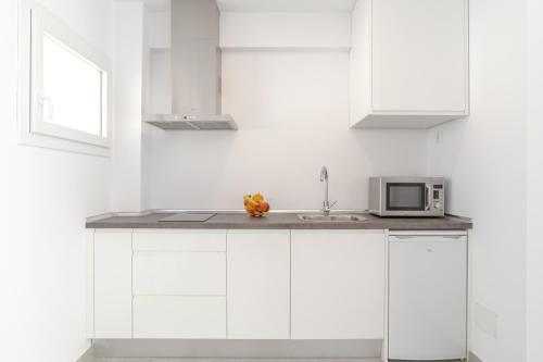A kitchen or kitchenette at INNER Kompas Palmanova