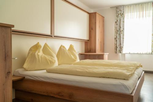 A bed or beds in a room at Easyapartments Riverside