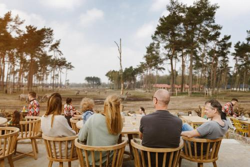 A restaurant or other place to eat at Safari Resort Beekse Bergen