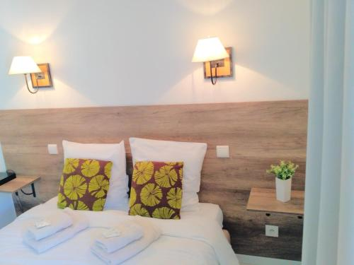 A bed or beds in a room at Appartement Antibes Port