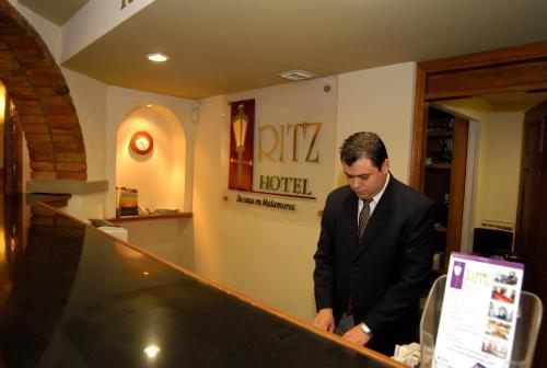El vestíbulo o zona de recepción de HOTEL RITZ