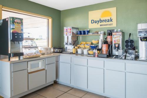 A kitchen or kitchenette at Days Inn by Wyndham Mountain Grove